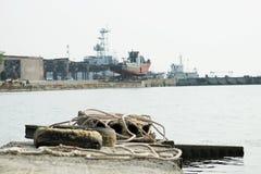 Alte Meer-†‹â€ ‹Pierschiffe im Hafen lizenzfreie stockfotos
