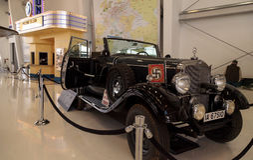 Alte Mercedes-Benz Model 1939 G4 Offener, das Lastwagen bereist Stockfoto