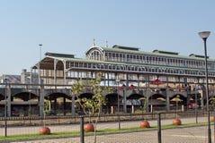 Alte Metallbahnstationsabdeckung in Newtown, Johannesburg Lizenzfreie Stockfotografie