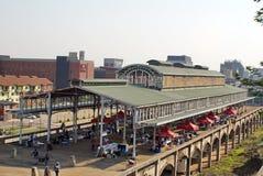 Alte Metallbahnstationsabdeckung in Newtown, Johannesburg Stockfotografie