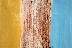 Alte Metallwand mit Gelbem und Blau- und Rostbeschaffenheitshintergrund Stockfotos