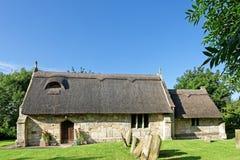 Alte mit Stroh gedeckte Kirche in Lincolnshire, Großbritannien Lizenzfreies Stockfoto