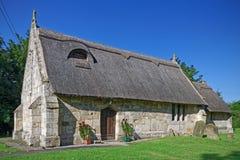 Alte mit Stroh gedeckte Kirche in Lincolnshire, Großbritannien Stockfotos