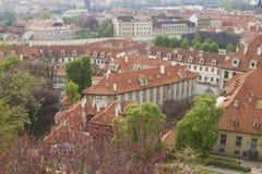 Alte mit Ziegeln gedeckte Dächer von Prag Lizenzfreies Stockfoto