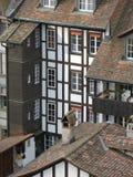 Alte mit Ziegeln gedeckte Häuser Stockbilder