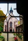 Alte mittelalterliche Abteikirche in Elsass Lizenzfreie Stockbilder