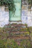 Alte, mittelalterliche Abteiwand mit Tür Lizenzfreies Stockbild