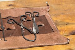 Alte mittelalterliche Chirurgie behandelt Werkzeuge Lizenzfreie Stockfotos