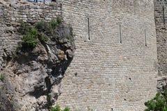 Alte mittelalterliche Festungswandbeschaffenheit von Penne in Frankreich stockfotografie