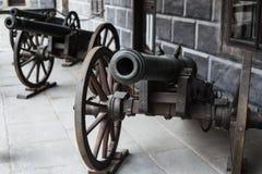 Alte mittelalterliche helle Artillerie der Vorderansicht der Kanone Stockbilder