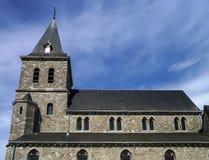 Alte mittelalterliche Kirche im kleinen Dorf Lizenzfreies Stockbild