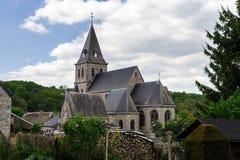 Alte mittelalterliche Kirche im kleinen Dorf Lizenzfreie Stockfotografie