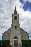 Alte mittelalterliche Kirche im kleinen Dorf Lizenzfreie Stockbilder