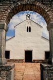 Alte mittelalterliche Kirche von St. Fosca Lizenzfreie Stockbilder