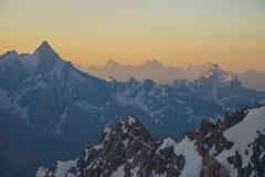 Alte montagne ad alba Fotografia Stock Libera da Diritti