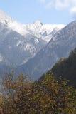 Alte montagne al jiuzhaigou in autunno tardo Immagine Stock Libera da Diritti
