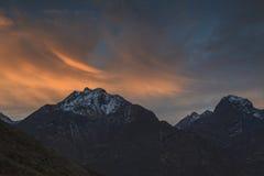 Alte montagne al tramonto Fotografie Stock Libere da Diritti