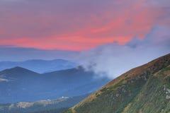 Alte montagne al tramonto Fotografia Stock