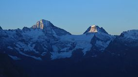 Alte montagne Breithorn e Balmhorn ad alba Fotografie Stock