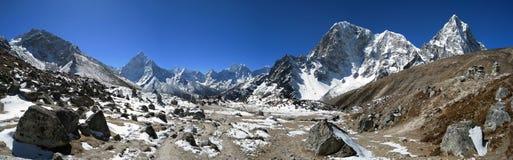 Alte montagne che circondano, regione della neve di Everest Immagini Stock Libere da Diritti