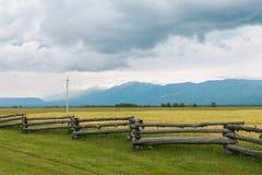 Alte montagne con i picchi nevosi, Fotografia Stock