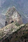 Alte montagne con le punte aguzze Fotografie Stock Libere da Diritti