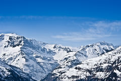Alte montagne coperte di neve Fotografia Stock