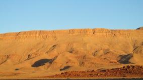 Alte montagne del deserto dell'atlante alla luce di tramonto Immagine Stock