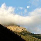 Alte montagne delle alpi. Immagine Stock