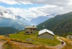 Alte montagne delle alpi. Fotografia Stock