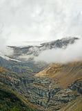 Alte montagne delle alpi fra l'Italia e la Svizzera. Fotografie Stock