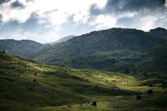 Alte montagne e nuvole, bello paesaggio della natura Immagine Stock Libera da Diritti