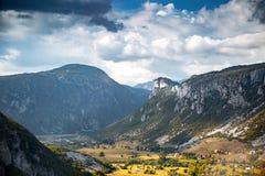 Alte montagne e nuvole, montagne del beaHigh e nuvole, paesaggio landscapeutiful di natura della bella natura Immagini Stock Libere da Diritti
