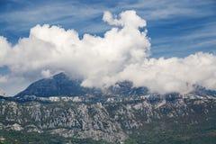 Alte montagne e nuvole, paesaggio della natura Fotografia Stock Libera da Diritti