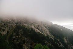 Alte montagne e nuvole, paesaggio della natura Immagini Stock Libere da Diritti