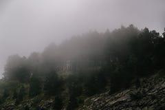 Alte montagne e nuvole, paesaggio della natura Immagine Stock