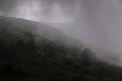 Alte montagne e nuvole, paesaggio della natura Immagine Stock Libera da Diritti