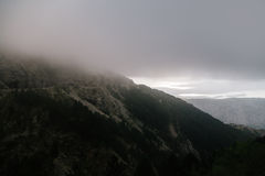 Alte montagne e nuvole, paesaggio della natura Fotografia Stock