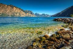 Alte montagne e polizia del lago, Torbole, Italia, Europa Fotografia Stock Libera da Diritti