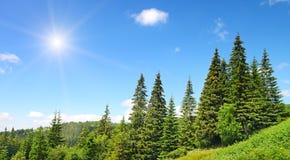 Alte montagne e sole Fotografie Stock Libere da Diritti