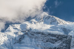 Alte montagne nevose bianche del Nepal, regione di Annapurna Immagini Stock Libere da Diritti