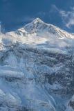 Alte montagne nevose bianche del Nepal, regione di Annapurna Immagini Stock