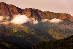 Alte montagne senza alberi e rosso Fotografia Stock Libera da Diritti