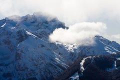 Alte montagne sotto neve in inverno Fotografia Stock Libera da Diritti