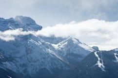 Alte montagne sotto neve in inverno Fotografie Stock Libere da Diritti