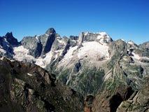 Alte montagne Vista dei picchi distanti Retro foto Immagine Stock