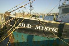 Alte mystische Fischerboote im Hafen in Newport, Rhode Island Lizenzfreies Stockbild