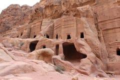 Alte nabatean Ruinen im Felsen Stockbild