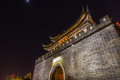 Alte Nacht Stadtmauer-Tor-Wasser-Kanal-Wuxis Jiangsu China stockfotografie