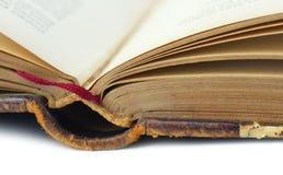 Alte Nahaufnahme des offenen Buches Stockbild